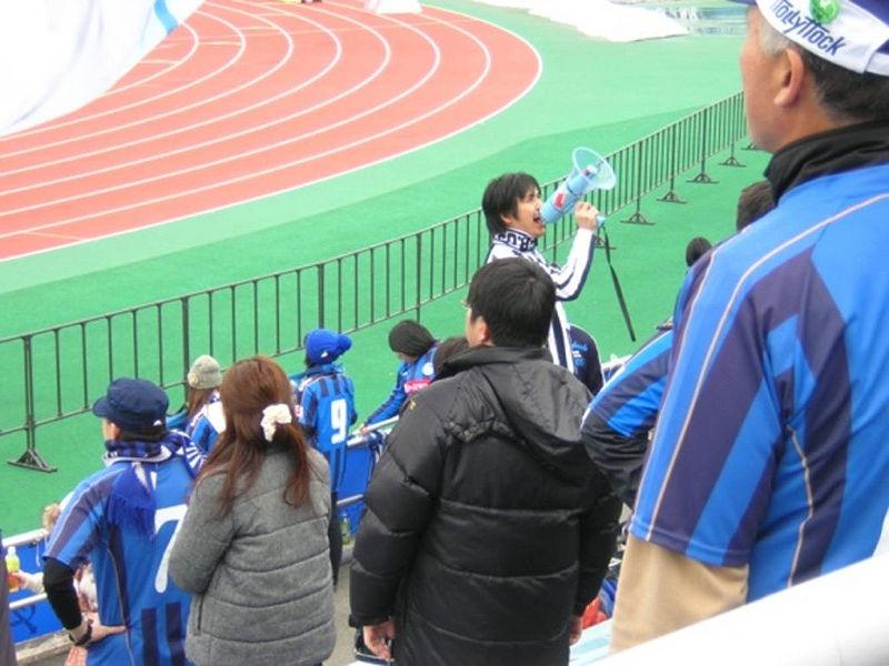 寺田忍さんによるハンディマイクで選手紹介