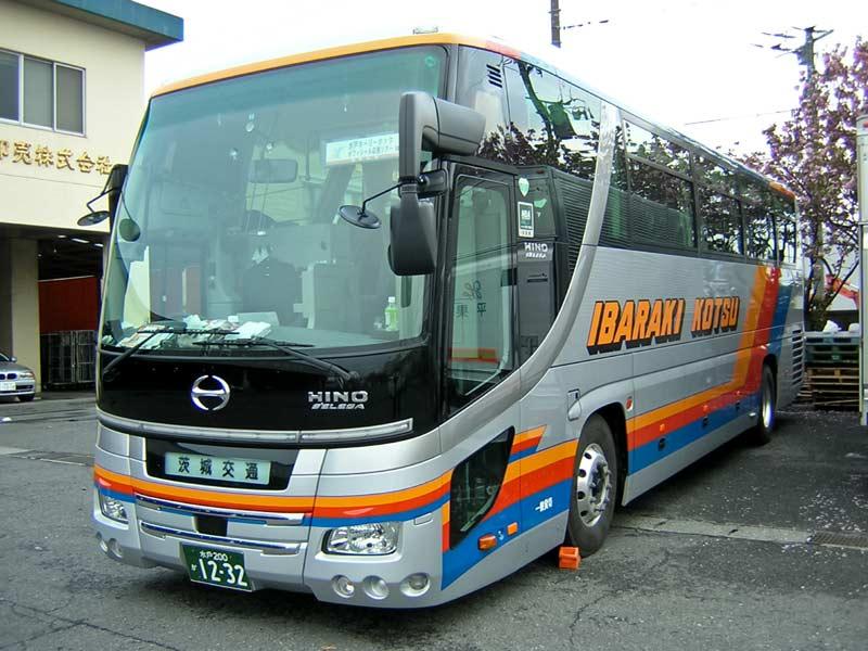 新車の観光バス