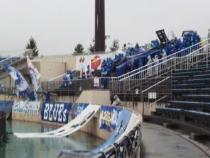 冷たい雨の試合
